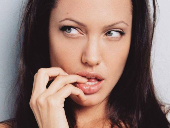 Angelina Jolie fondostilo (24)
