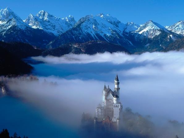 Schlo? Neuschwanstein nahe Fussen im Nebel, Deutschland (Neuschw